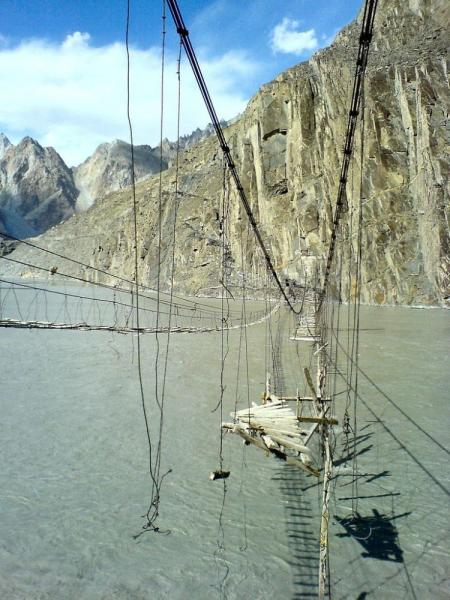 Selection of the most dangerous rope hanging bridges in the world (36 pics)