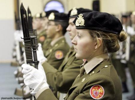 Women in the armies of the world (70 pics)