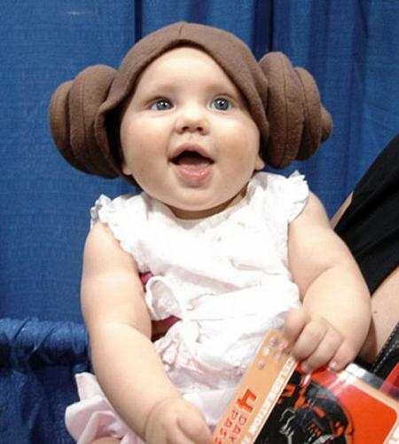 Babies wearing Star Wars and Star Trek costumes. Cute )) (18 pics)