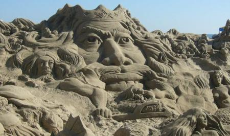 Awsome sand sculptures with very expressive faces (10 pics)