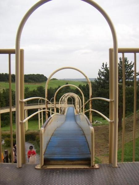 One huge playgroung slide (6 pics)