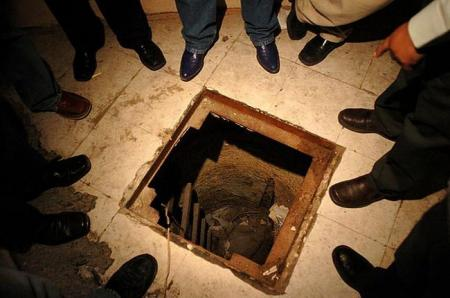 Inside Mexico's drug tunnels (8 pics)