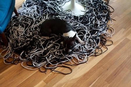 Carpets made out of shoelaces (12 pics)