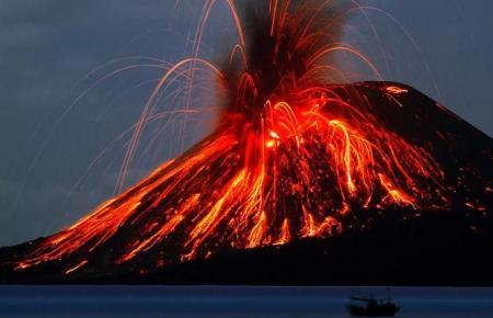 Very beautiful shots of awakening and eruption of a volcano (12 pics)