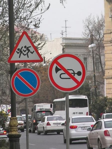 Various signs seen around the world (49 pics)