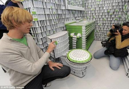 Hotel made from 200,000 plastic keys (6 pics)