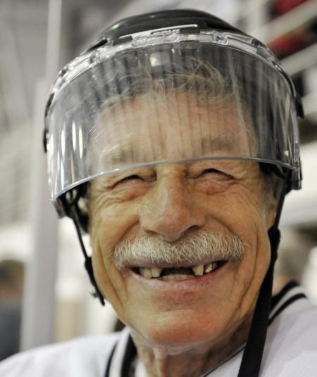 Hockey players over 80 (9 pics)