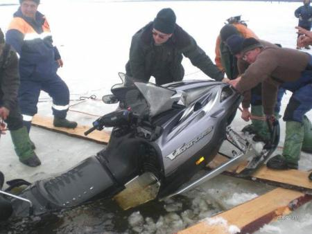 Photos of Ice Fishing in Russia... BTW, it's Cars that are being fished out!!!